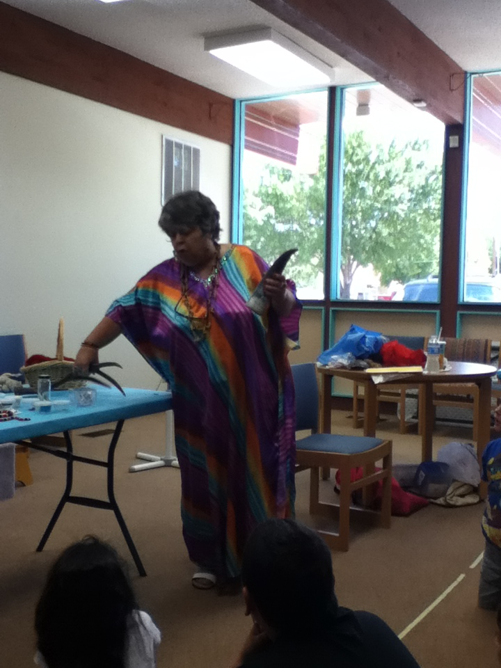 Susi Wolf, Storyteller tells animal tales